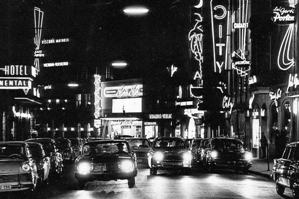 Auch US-Soldaten vergnügten sich gerne in der Luitpoldstraße, vermutlich 1960er Jahre