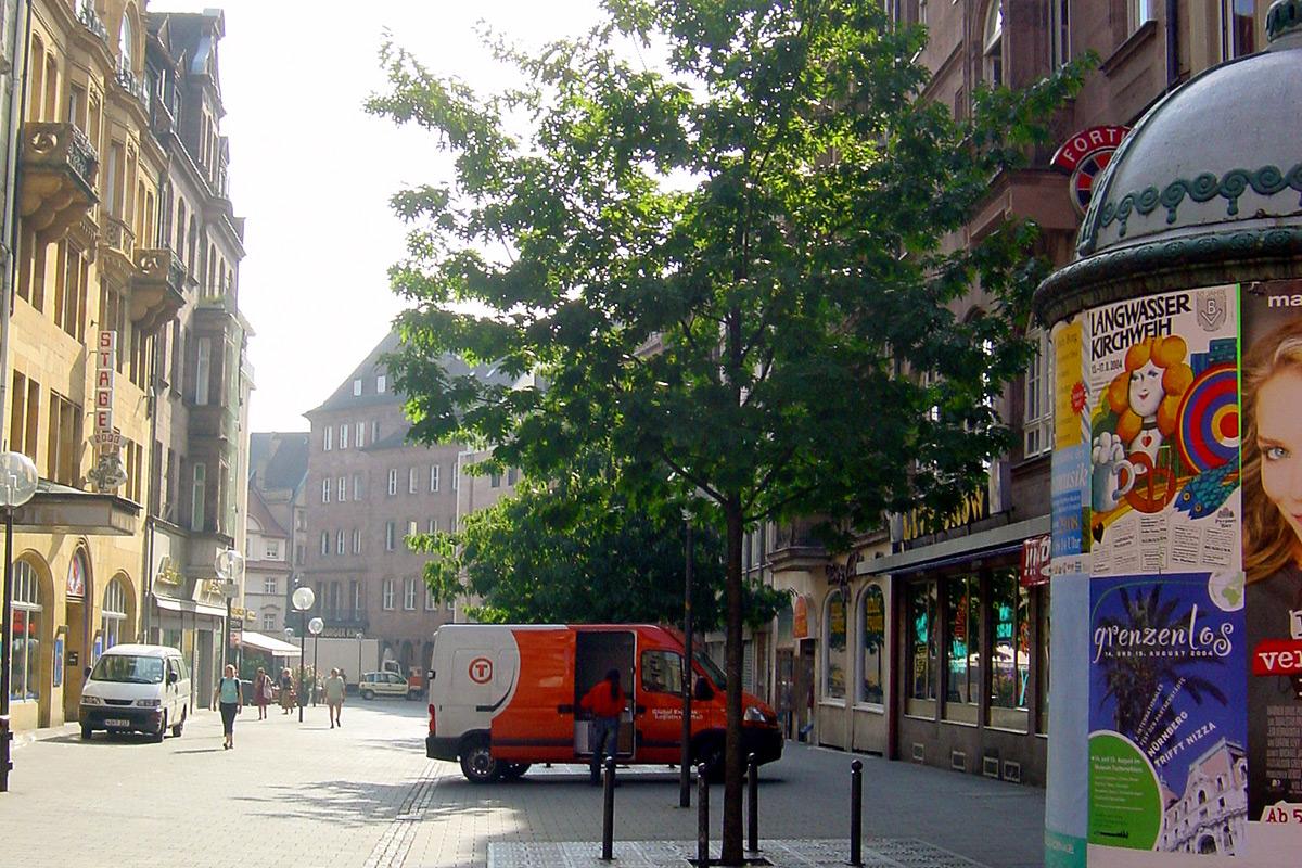 Die Luitpoldstraße Richtung Königstraße.