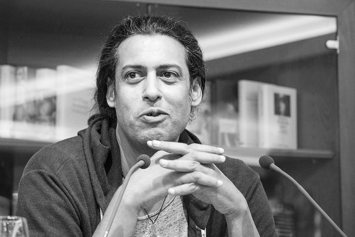 "Abbas Khider liest aus seinem Roman ""Ohrfeige"". © Joachim Hauser"