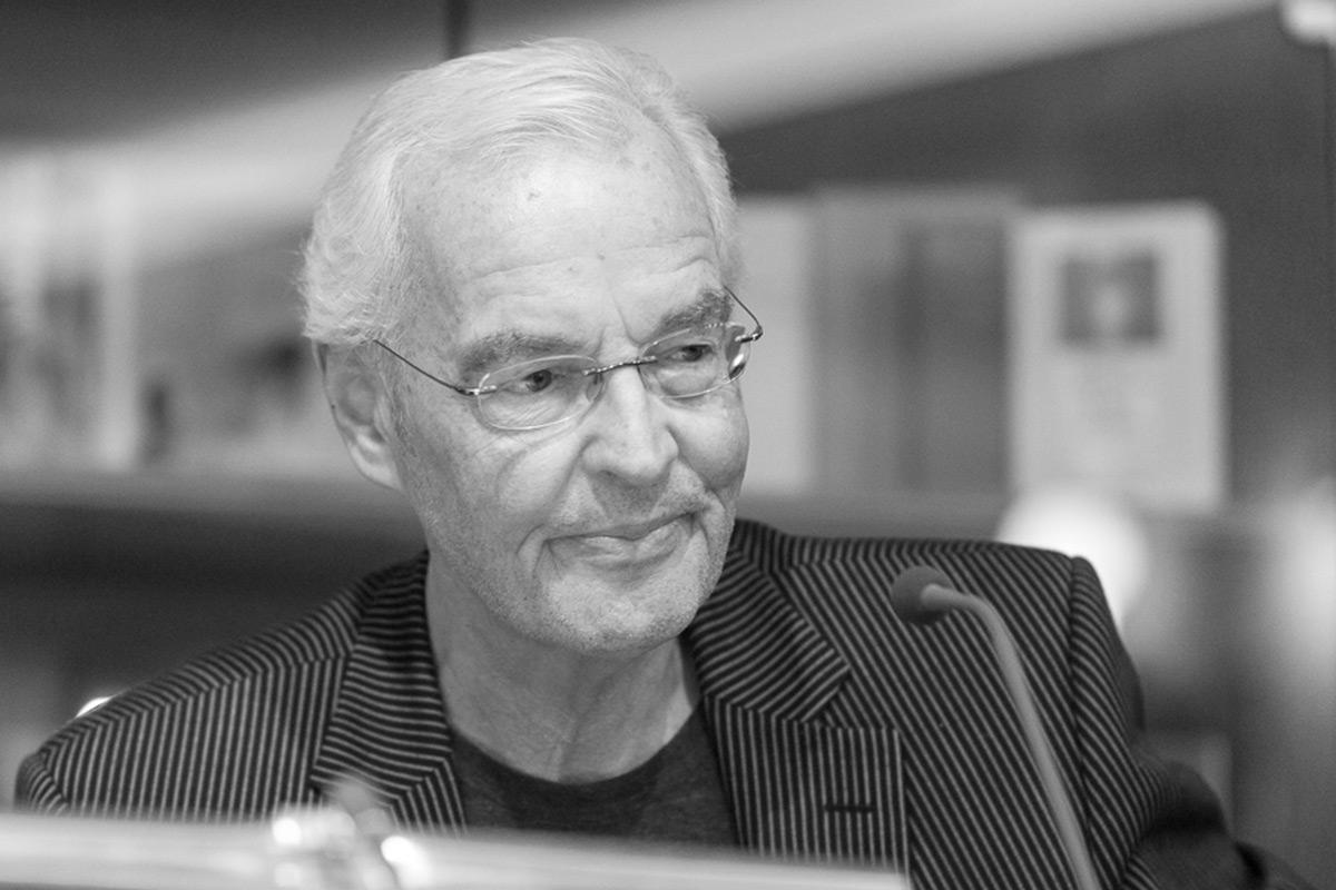 "Bodo Kirchhoff liest aus seiner Novelle ""Widerfahrnis"". © Joachim Hauser"