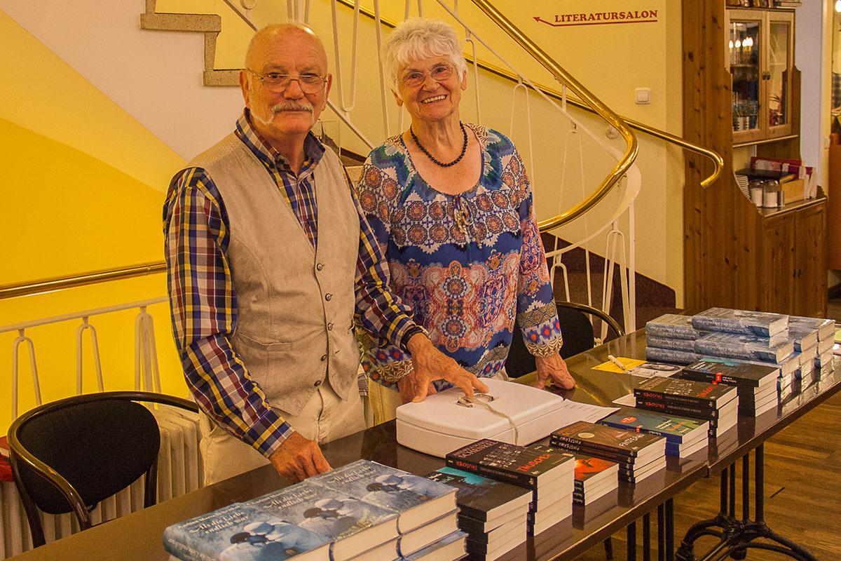 Buchhändler-Kompetenz im Doppel: Johann und Heide Vogel von Schmitt & Hahn, Juni 2016. © Susanne Halfmann