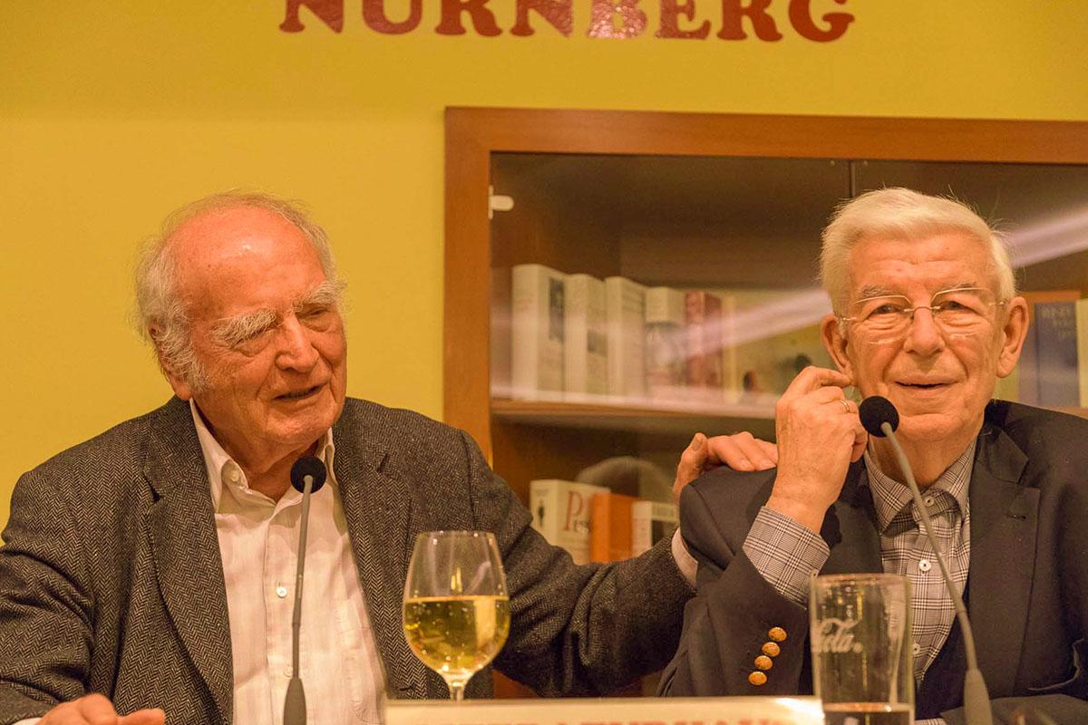"""Zwei, die sich schätzen: Martin Walser und Doktor Manfred Boos während der Lesung zu """"Statt etwas oder Der letzte Rank"""" am 10. Januar 2017. © Joachim Hauser"""