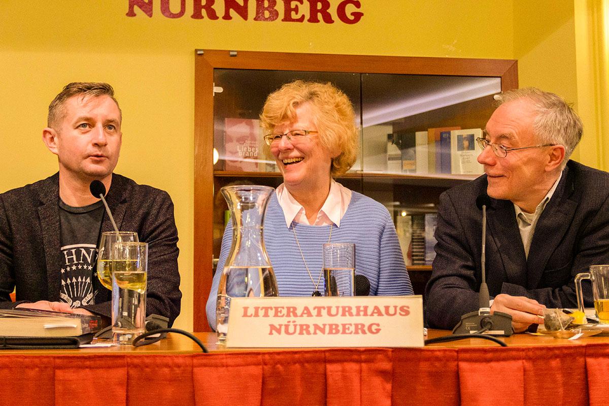 Ukrainischer Humor: Serhij Zhadan mit Antje Rempe und Juri Durkot am 13. März 2019. © Joachim Hauser