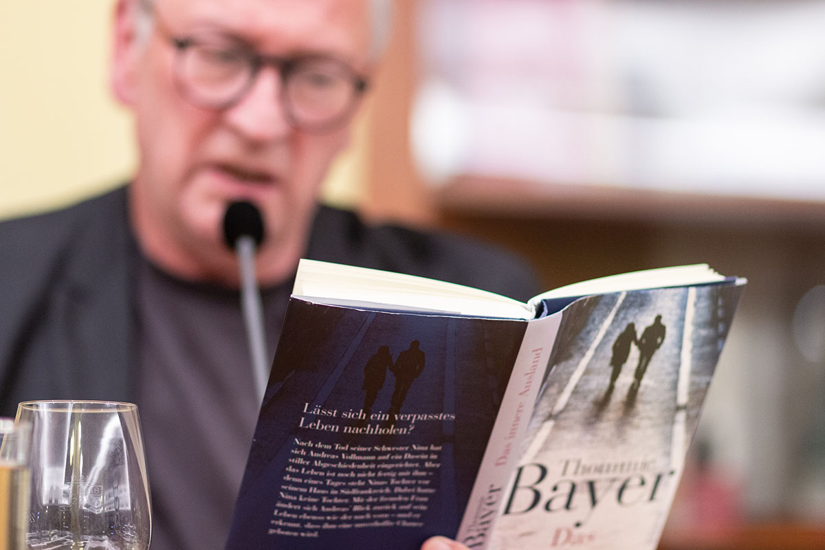 """Thommie Bayer liest aus """"Das innere Ausland"""" im Juli 2019."""
