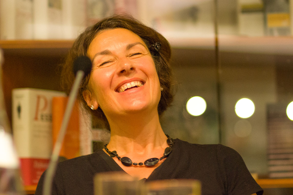 Zsuzsa Bánk lacht aus vollem Herzen - ansteckend! Literaturhaus am 10. Juli 2017. © Joachim Hauser